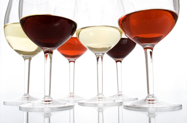 wine-glasses-red-white-rose
